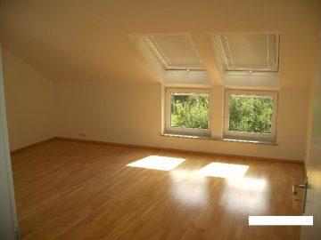Esslingen-Zollberg: Schöne 3-Zimmer-DG-Wohnung in Niedrigenergiehaus 73734 Esslingen, Dachgeschosswohnung
